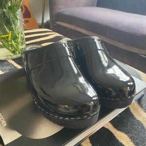 New Swedish handmade clogs patent leather black